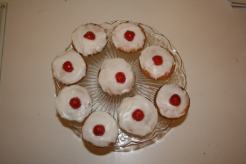 Cherry_and_almond_cupcakes